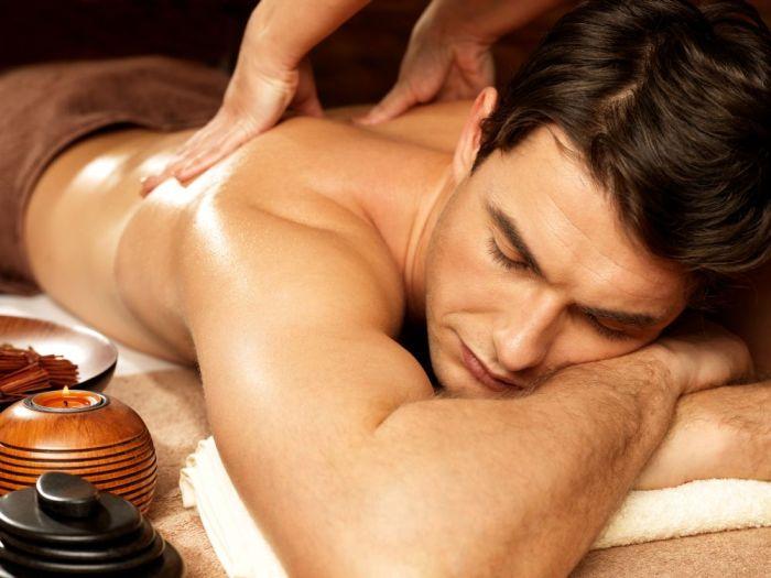 Masáž odstraňuje ostýchavosť a učí prijímať a užívať si telesnú nahotu.